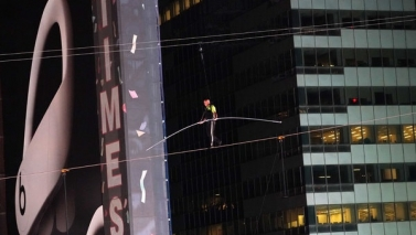 'Flying Wallendas' Times Square High-Wire Walk Evokes Rich History of Death-Defying Stunts in N.Y.